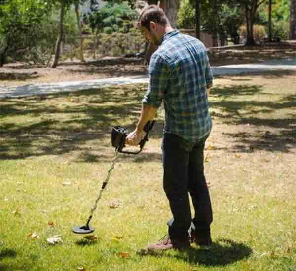 Barska Metal Detector might be the best metal detectors in the marketplace.. It's easy to use for the beginners.